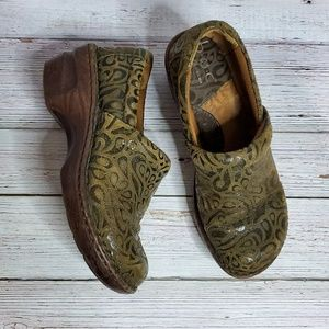 B.O.C Green Leather Pattern Mule Clogs Size 6